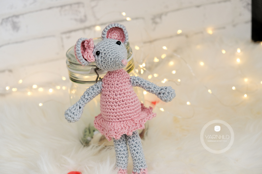 Lisa the crochet mouse - A free crochet pattern. Yarnhild.com