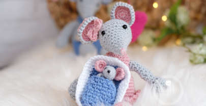 Adorable crochet baby mouse!