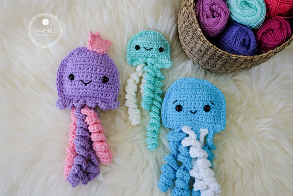 Crochet ragdoll jellyfish - A free crochet pattern - Yarnhild.com